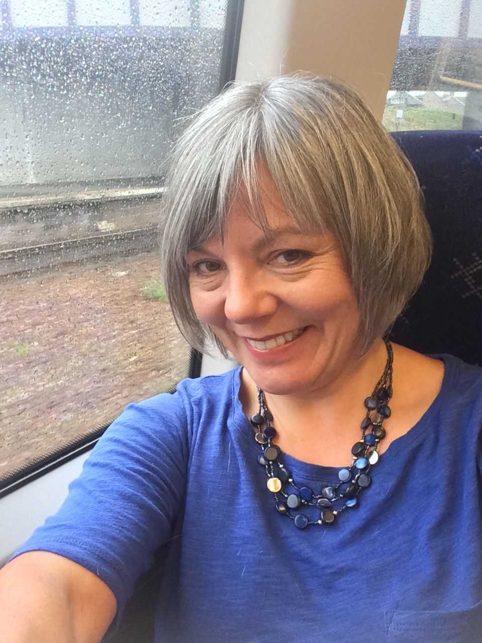 Growing It Long Was Doing My Head In So Had It Chopped Today Excuse The Train Pic And View Of Rainy Scotland Tijdloze Schoonheid Schoonheid