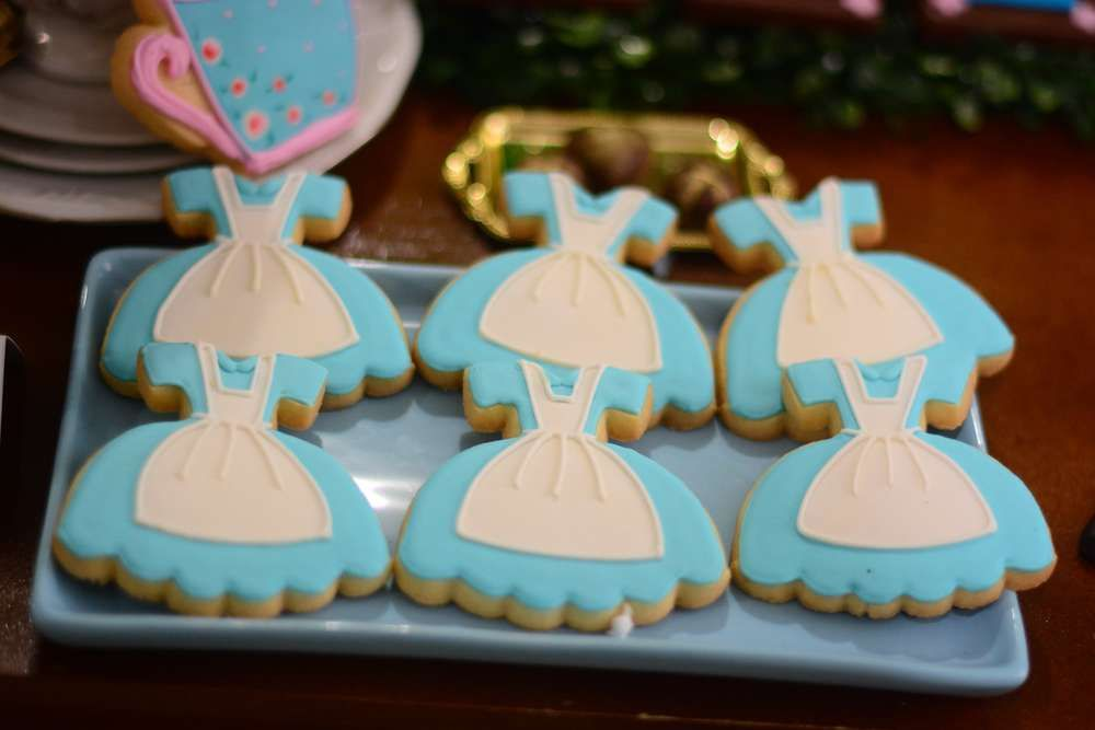 Adorable cookies at an Alice in Wonderland birthday party! See more party planning ideas at CatchMyParty.com!