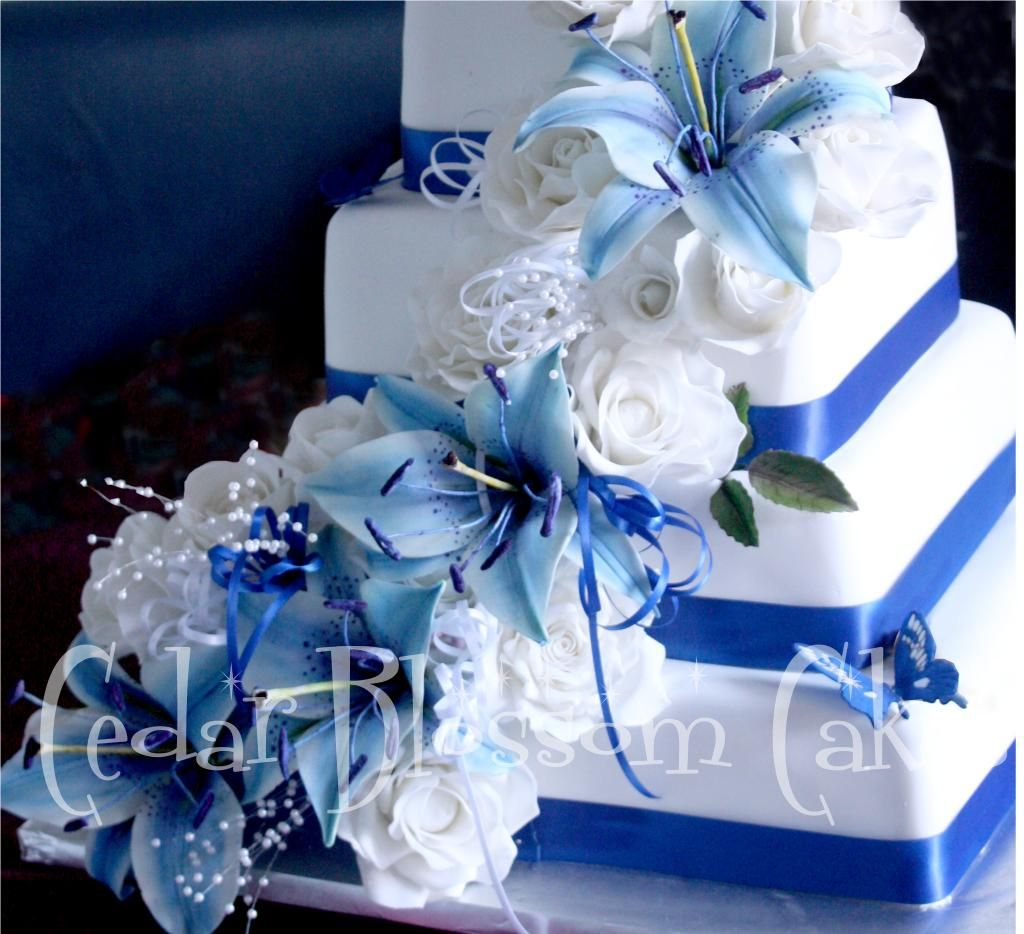 Blue Lily Wedding Ideas Blue Wedding Cakes with Roses ...