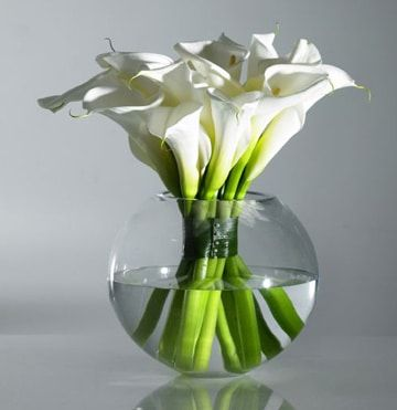 Hermosos arreglos florales con calas para celebraciones Pinterest