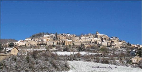 compeyre sous la neige - petit village en aveyron - france