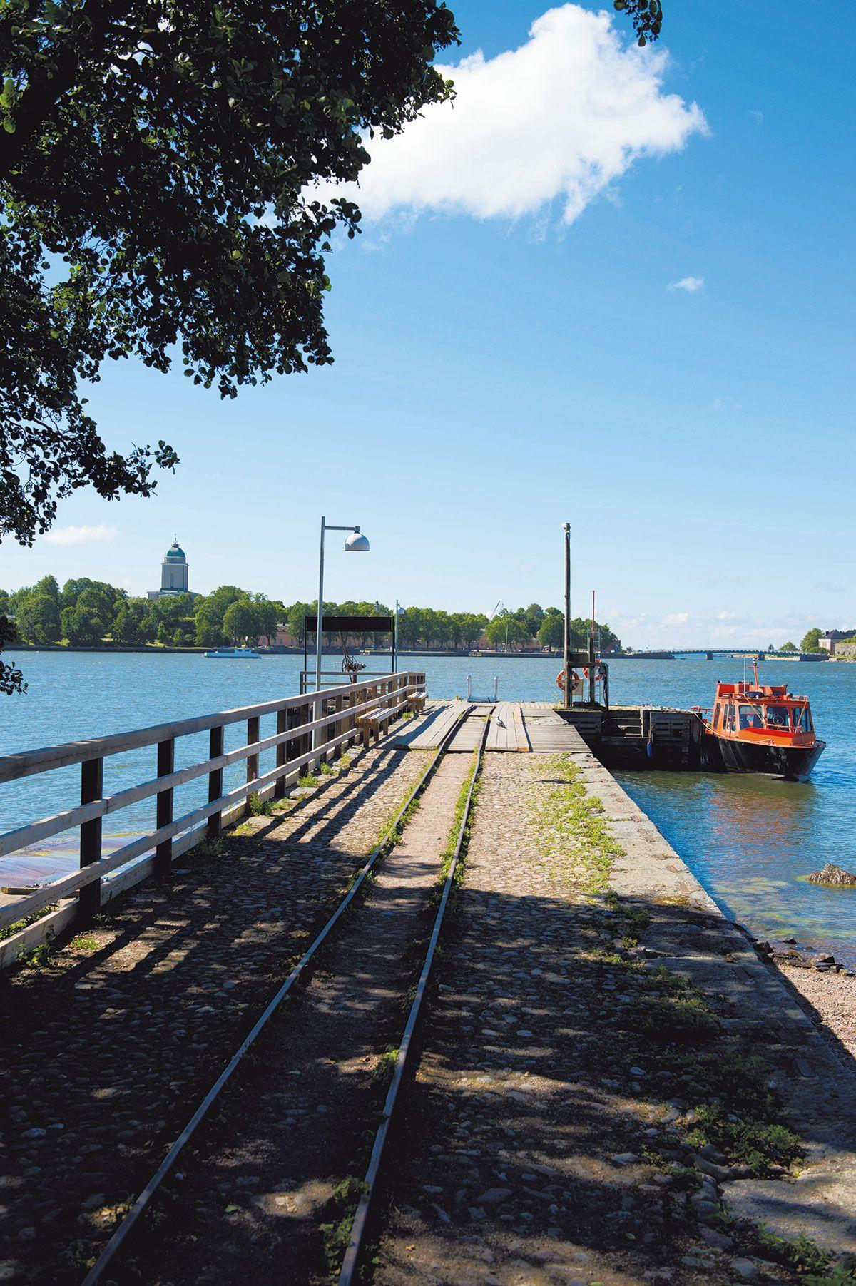 Suomenlinnan lautta kulkee Lonnan kautta, joten voit kätevästi tehdä päiväretket…