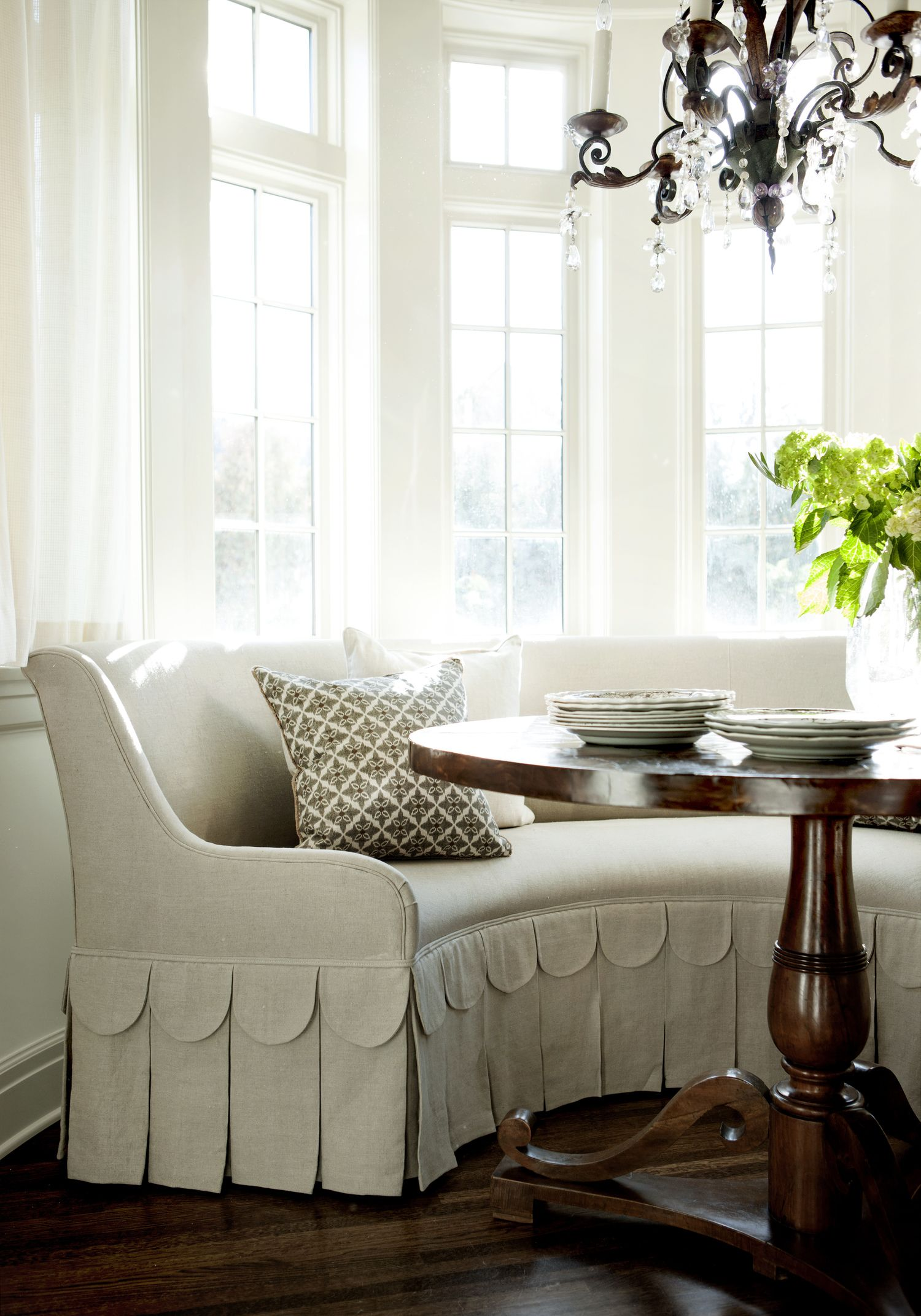 banquette ideas. kitchen dining. settee. curved bench with scallop
