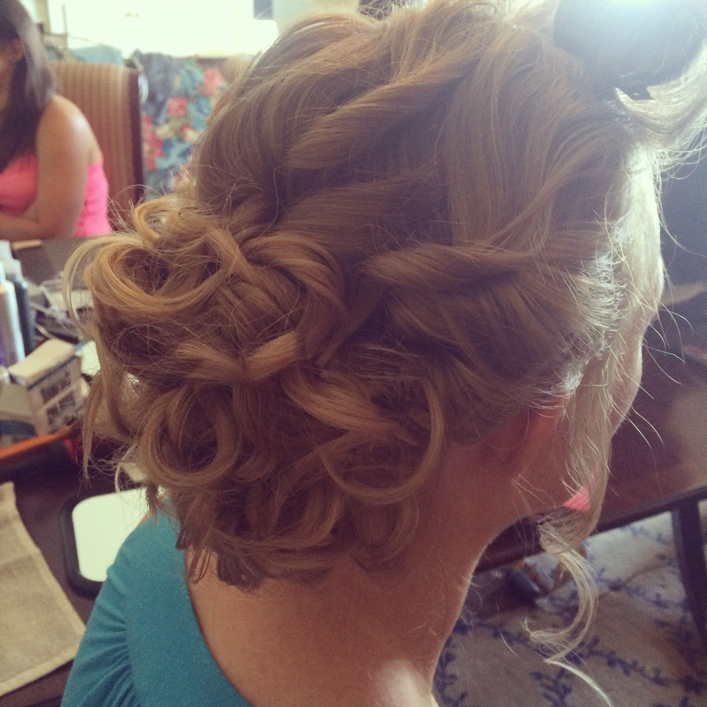 beachy blonde bun updo freelance bridal hairstylist servicing