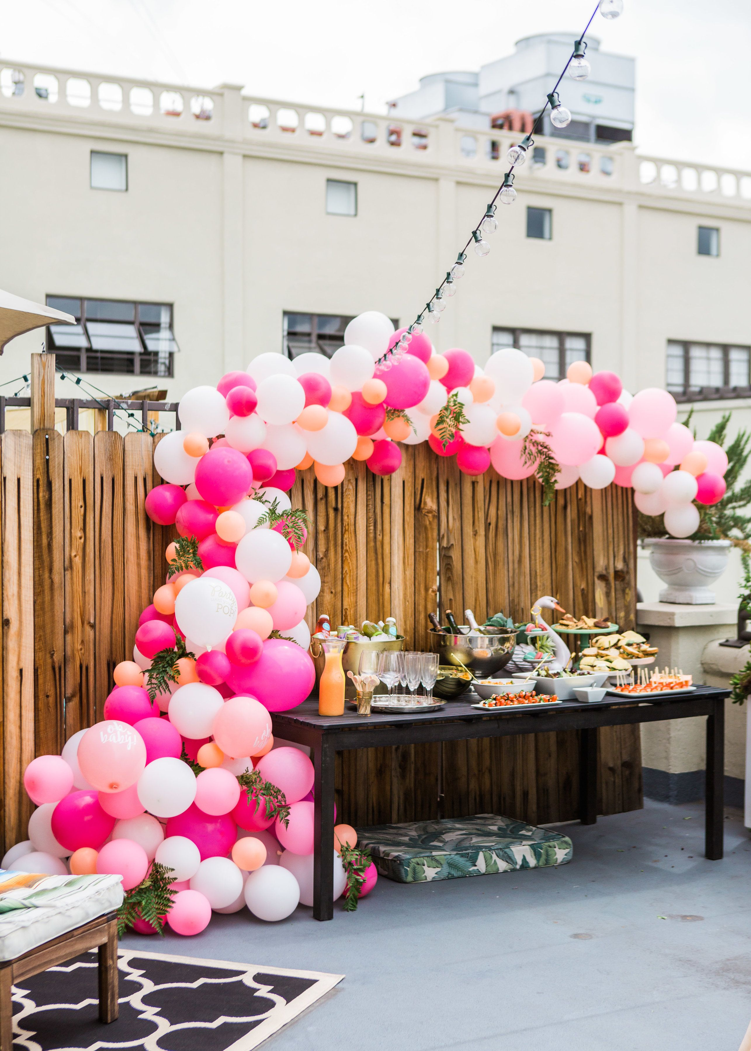 It S A Girl Tips For Throwing A Baby Shower Ballon Garland