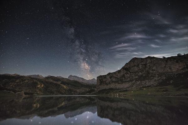 Ercina reflection in the lake - @cesar_82 #landscape