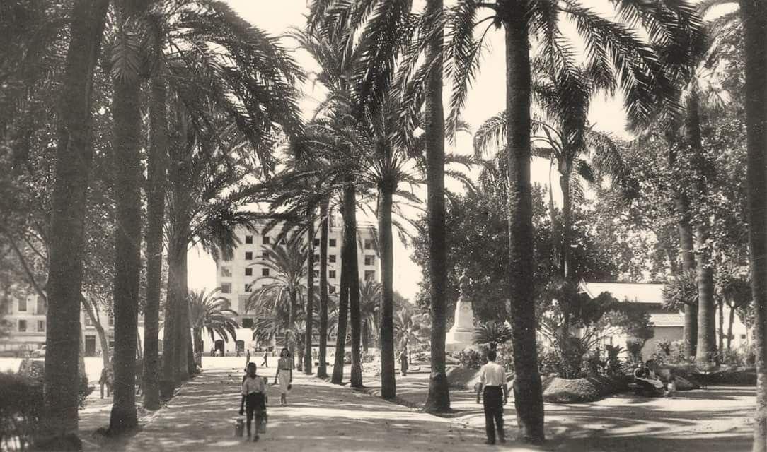 Málaga Paseo Lateral Del Parque Finales De Los 50 Málaga Málaga España Fotos Antiguas