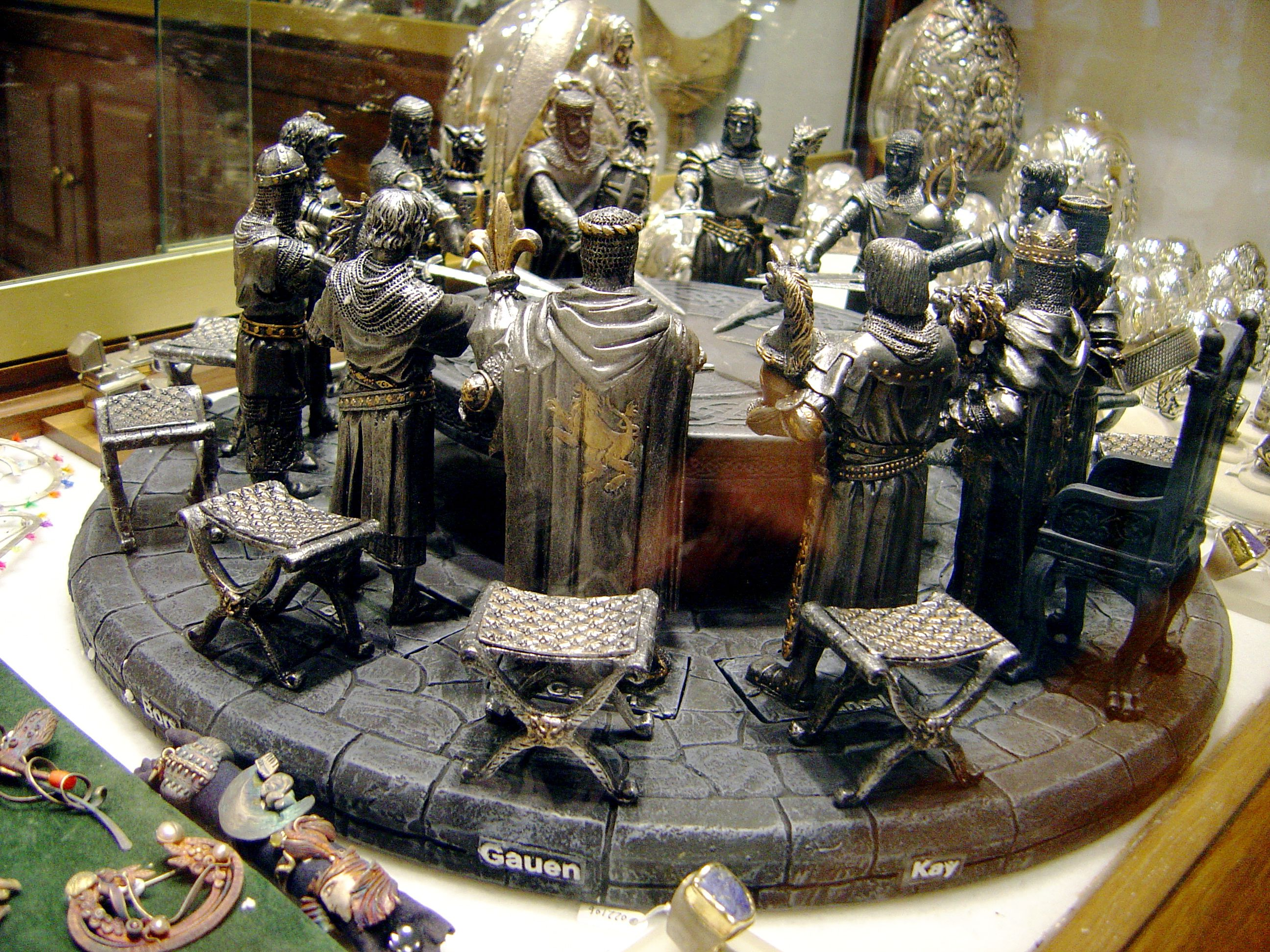 Knights of the round table medieval knights pinterest for 13 knights of the round table