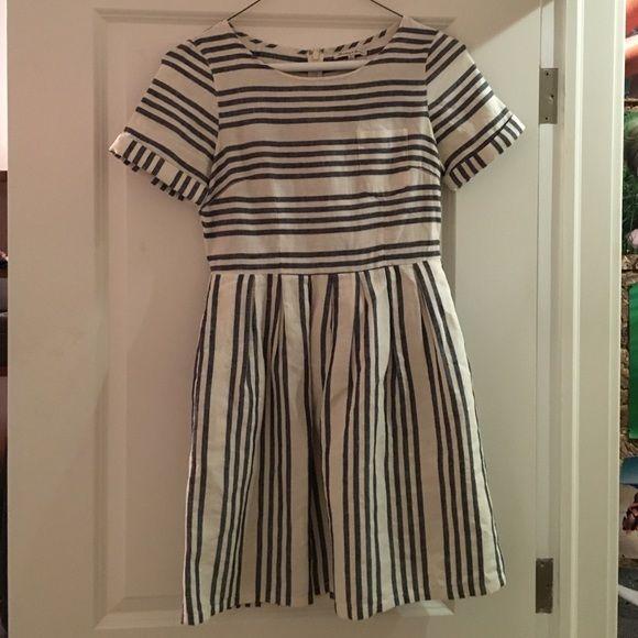 Madewell Songbird stripped dress 45% cotton, 55% linen.  Dress lining is 100% cotton.  Madewell lightly worn dress size 2 - stripped white and navy. Madewell Dresses Midi