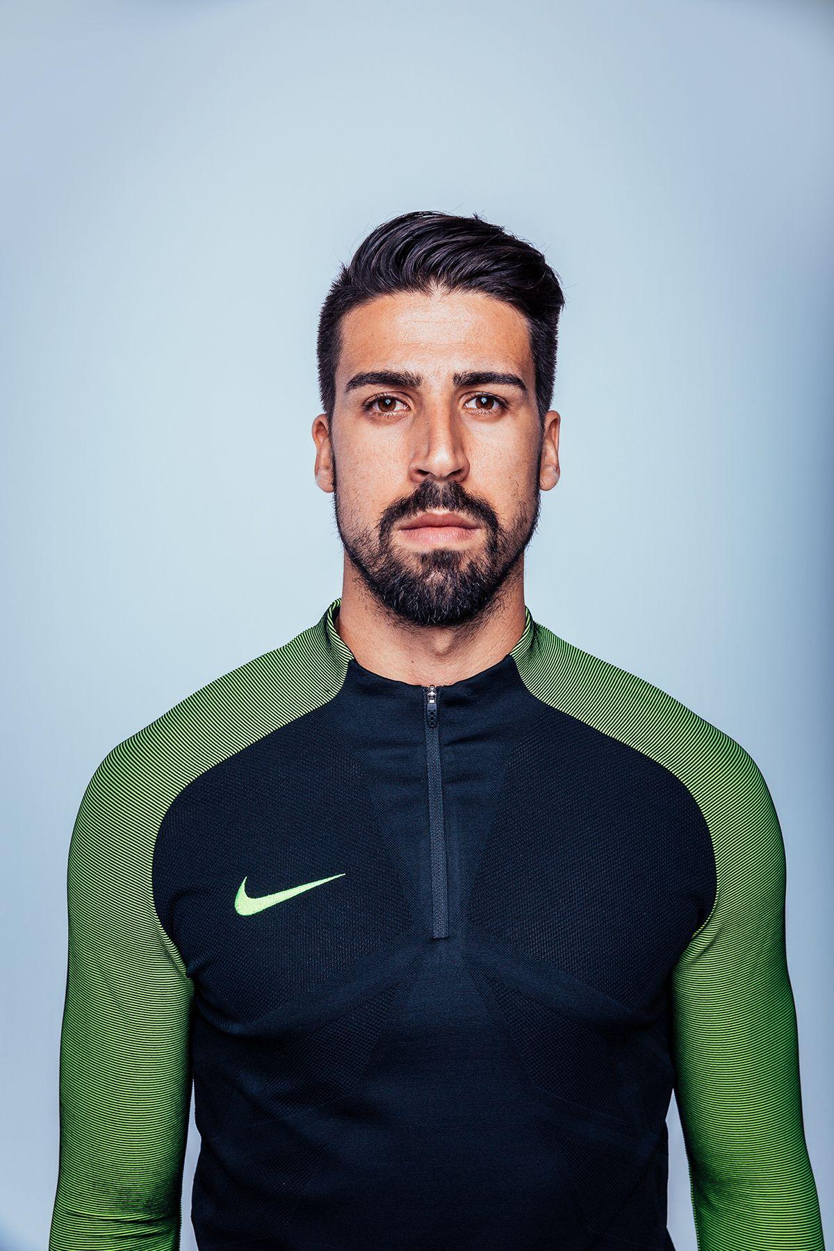 Https Www Behance Net Gallery 37999645 Chilling With Sami Khedira Nike Fussball Schalke 04