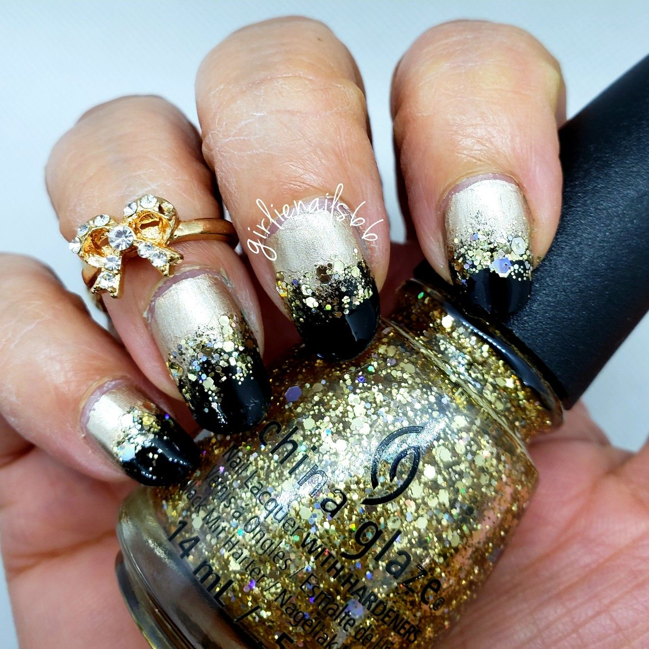 Gold, black a glitter nails Party nails, new years eve