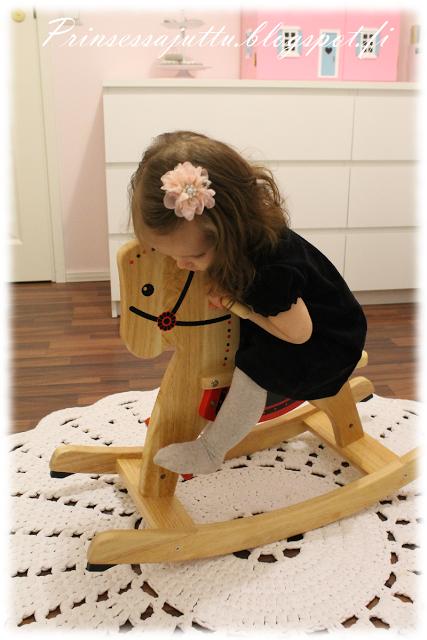 Prinsessajuttu: Keinuheppa ja nukkekoti