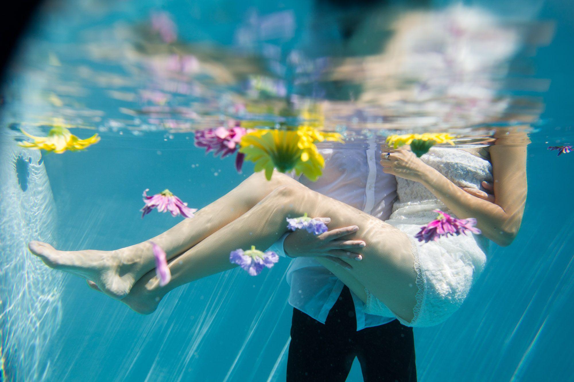 Brautkleid von ANNE WOLF im Pool...   Brautkleider   Pinterest ...