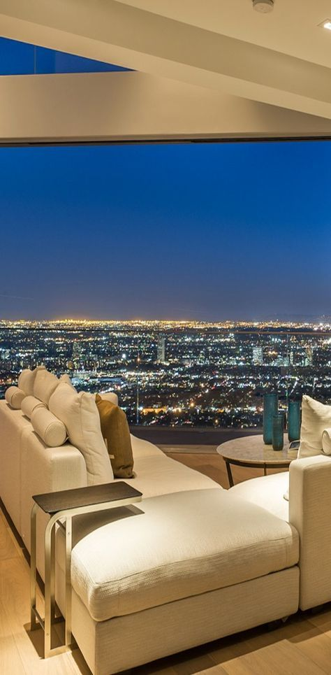 Fabuloso ! Un sofá con una maravillosa vista de la ciudad de Hollywood , California