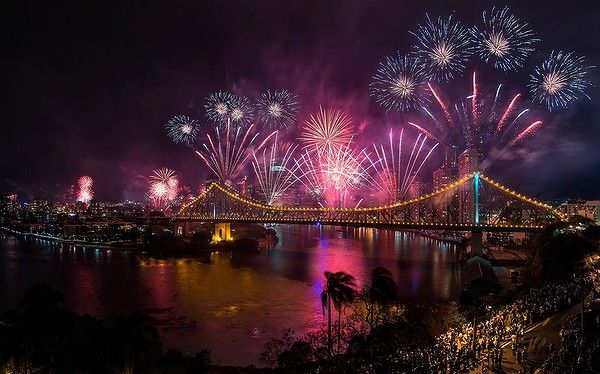 Highlights of the the 2013 Brisbane Festival including the famous Sunsuper Riverfire event.