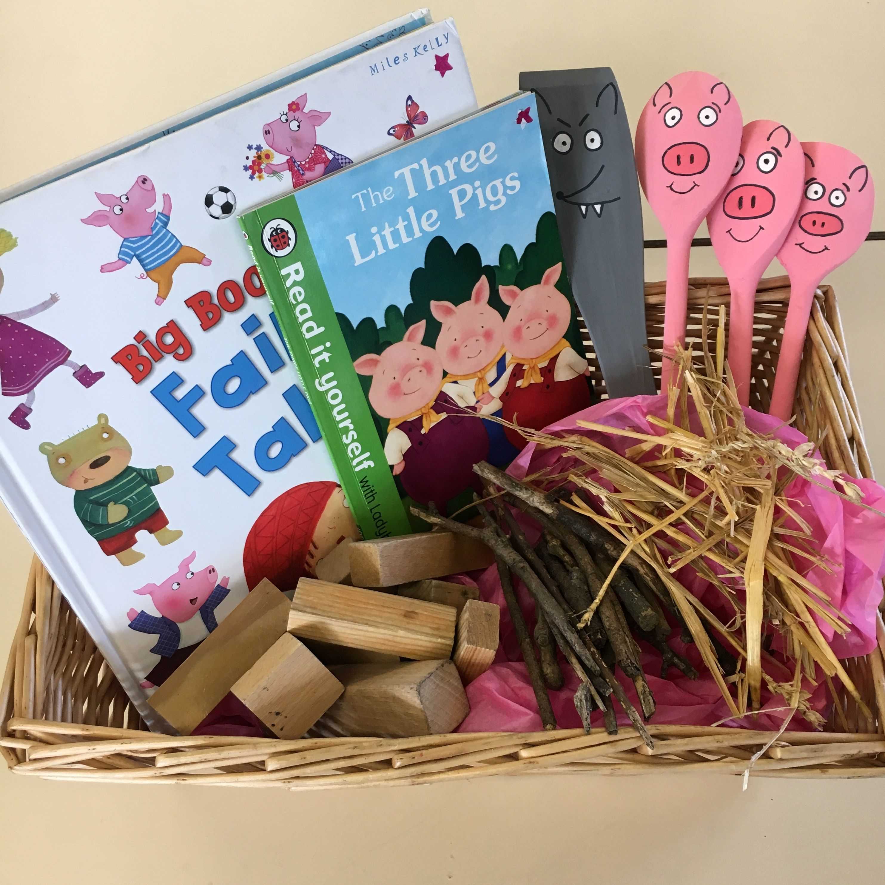 Story Basket For The Three Little Pigs I Made The Pigs