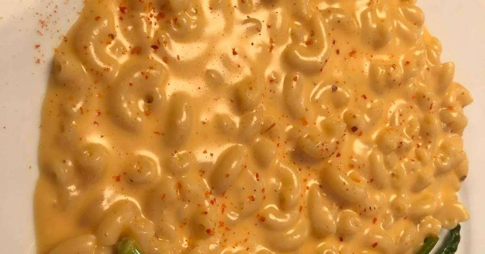 Le met préféré de ma filleule est le macaroni au fromage, donc je me dois de tester plusieurs versions afin d'épater la galerie! Cette impro... #recettenovembre