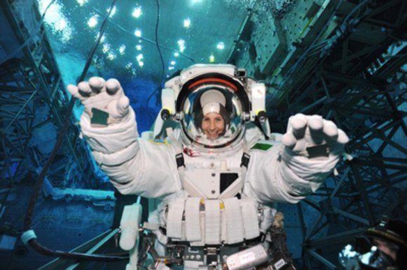 Aeronautica Militare - L'astronauta dell'ESA Samantha Cristoforetti nel 2014 parteciperà ad una missione a bordo della Stazione Spaziale Internazionale