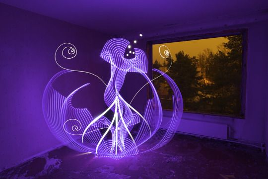 Light Paintings by Hannu Huhtamo  Finland based visual artist and musician Hannu Huhtamo creates spellbinding light paintings that seem to pop right of a sci-fi novel.