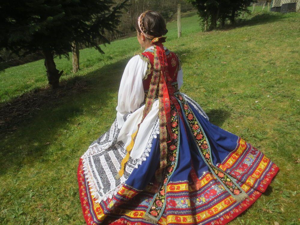 Wunderschöne vollständige Siebenbürgische Tracht aus Senndorf Nord Siebenbürgen in Antiquitäten & Kunst, Volkskunst, Volkskunst | eBay