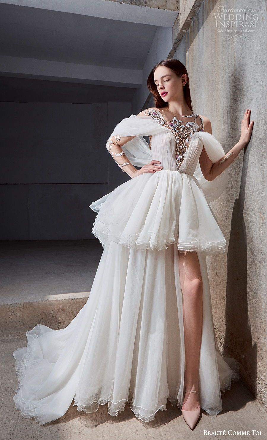 Beaute Comme Toi Spring Summer 2021 Wedding Dresses Chandelier Bridal Collection Wedding Inspirasi Long Sleeve Wedding Gowns Gorgeous Wedding Dress Ball Gowns Wedding [ 1485 x 900 Pixel ]