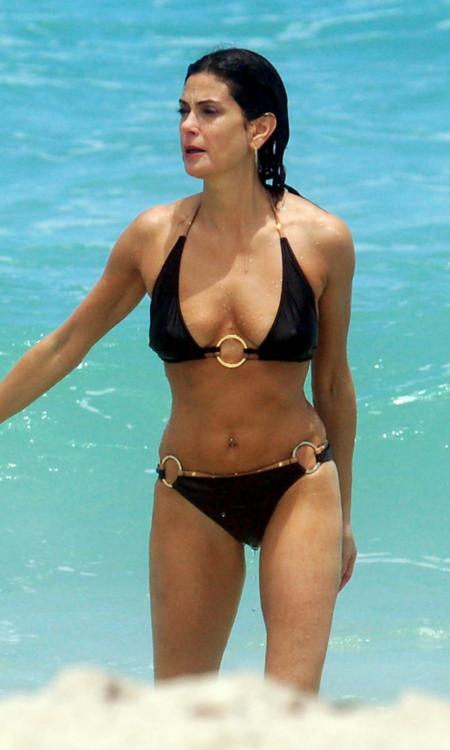 Teri Hatcher Bikini Pictures - Egotastic