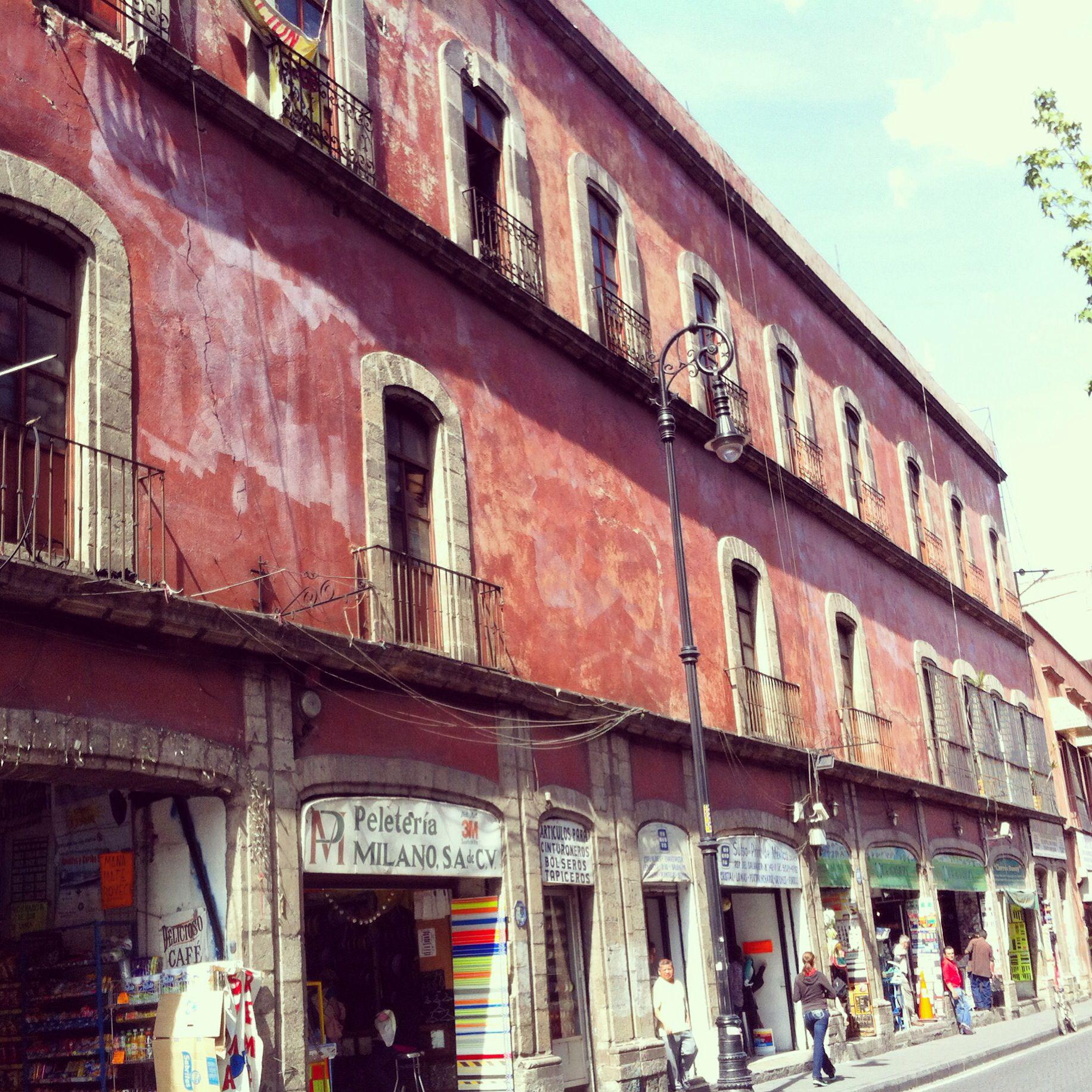 Downtown México. Calle República del Salvador.