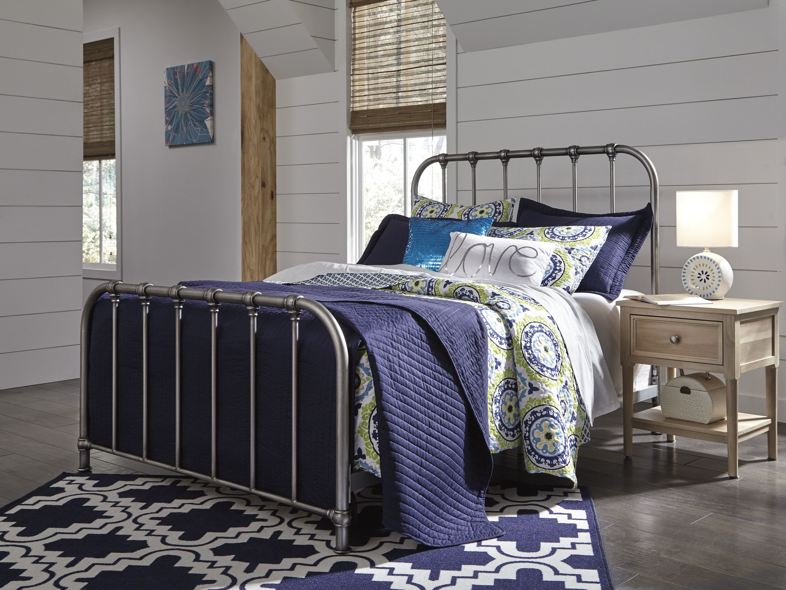 B280581 In By Ashley Furniture In Perry Ga Nashburg Queen Metal Bed In 2020 Queen Metal Bed Metal Beds Panel Bed