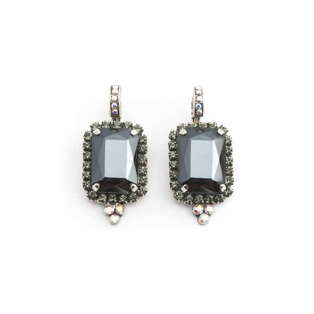 Deze fraaie donker grijze oorbellen met Swarovski Elements kristallen van Mariana, koop je bij Aurora Patina!