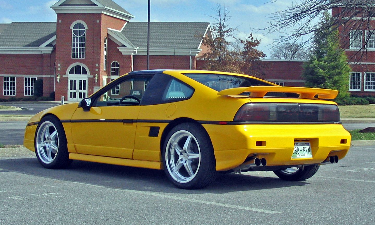 PONTIAC FIERO: Rear engine\'s leaking valve cover oil collected and ...