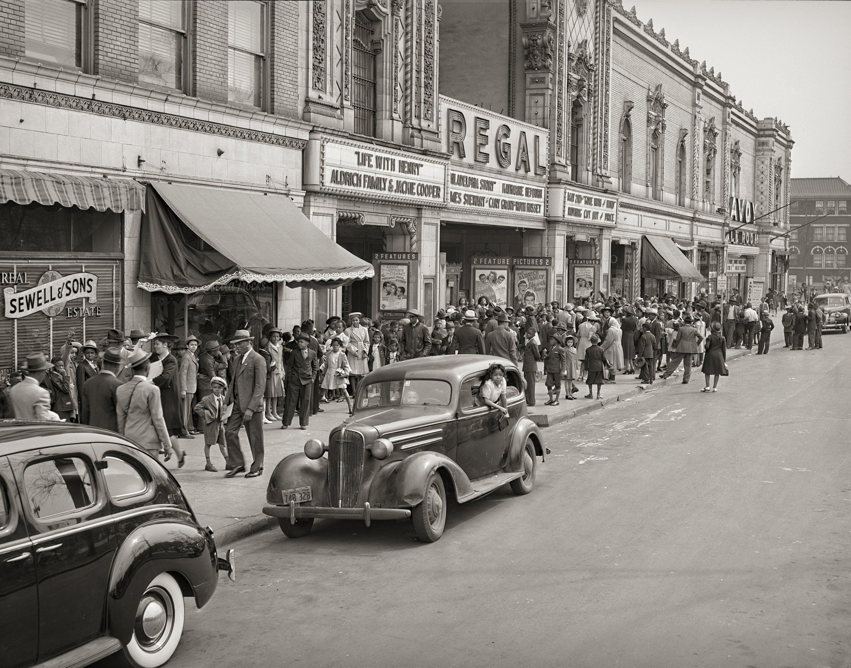 Photo Chicago Regal Black Movie Theater