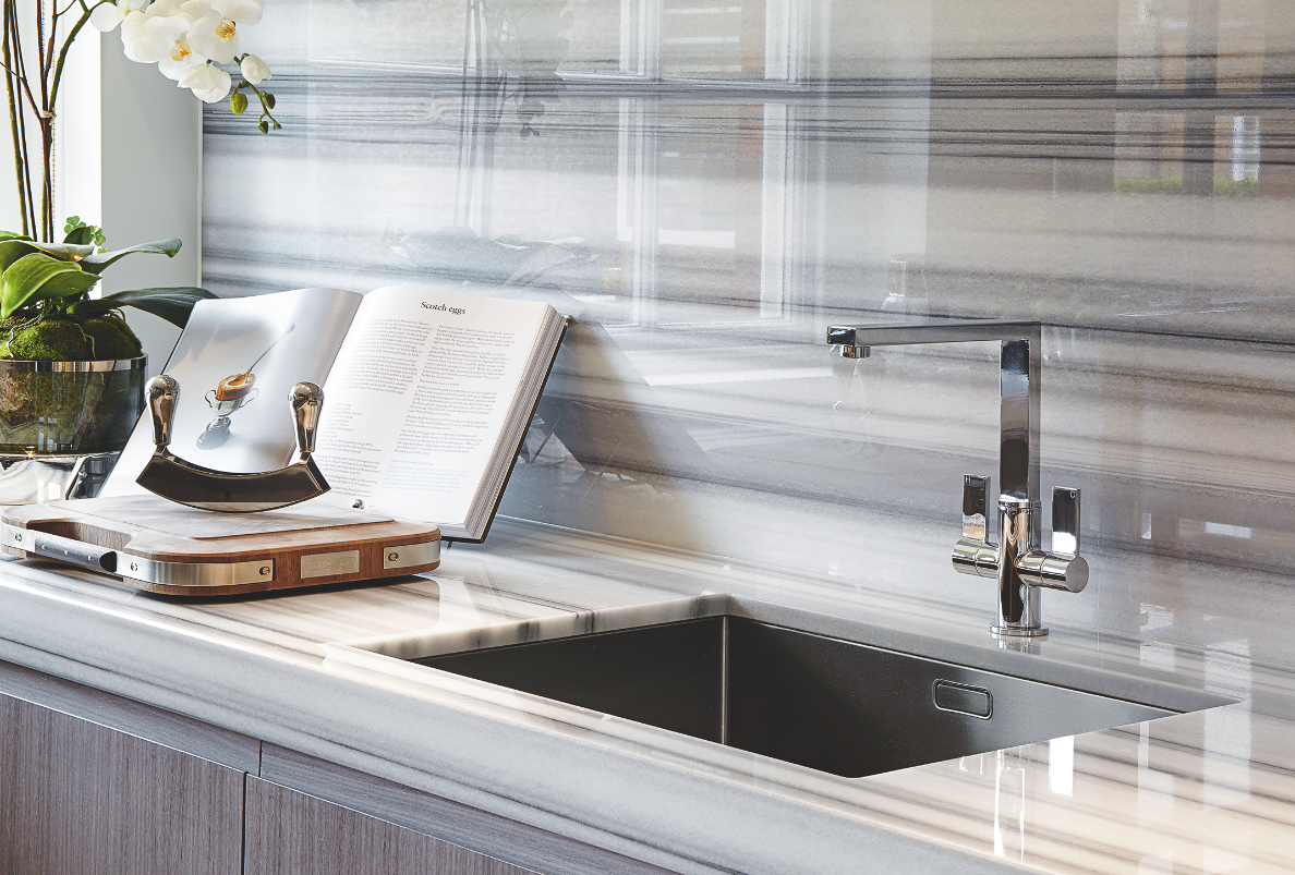 Continuing a striking glossy marble onto the splashback creates a