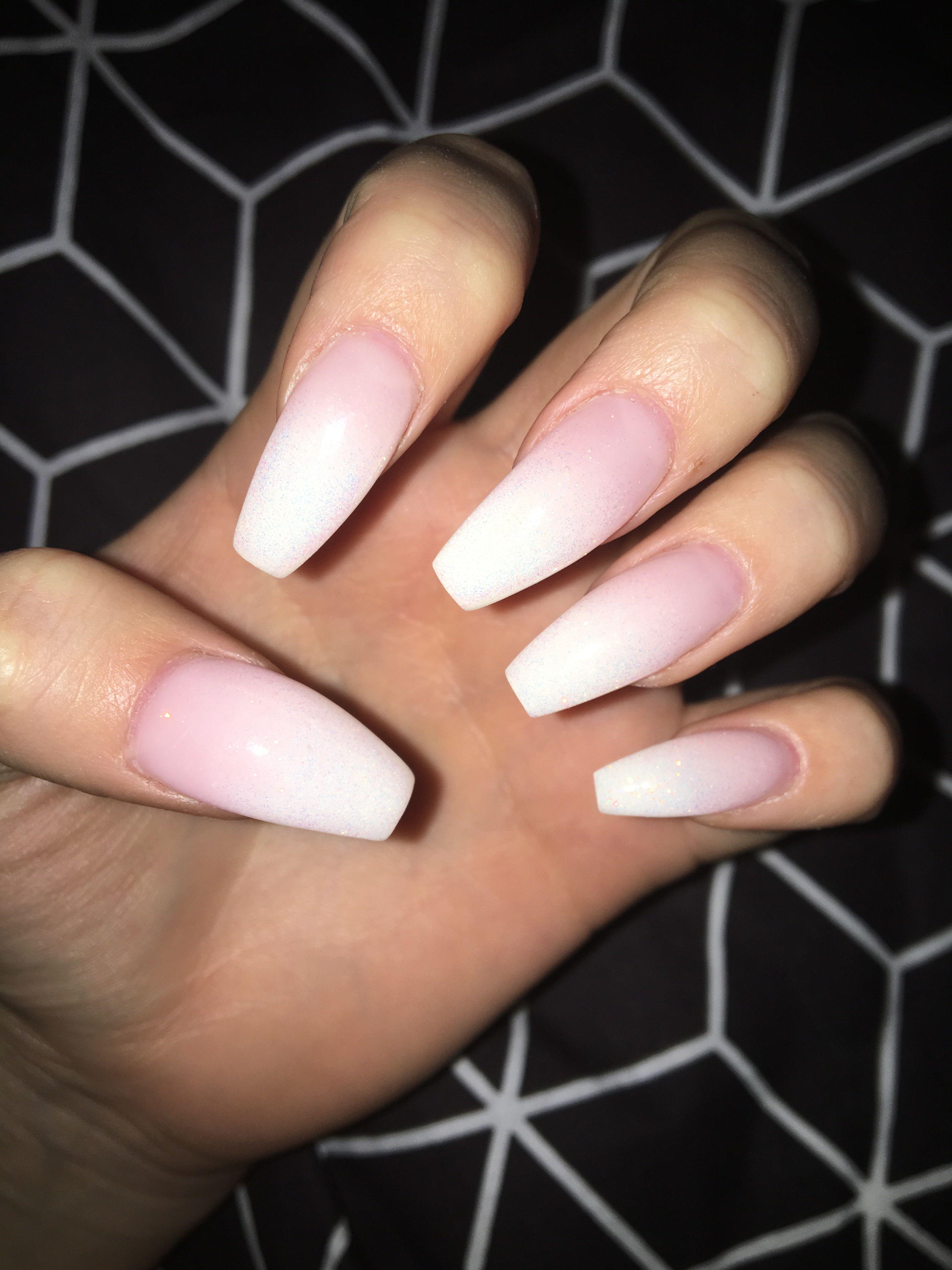 babyboomer gel nails manucure manicure white glitters