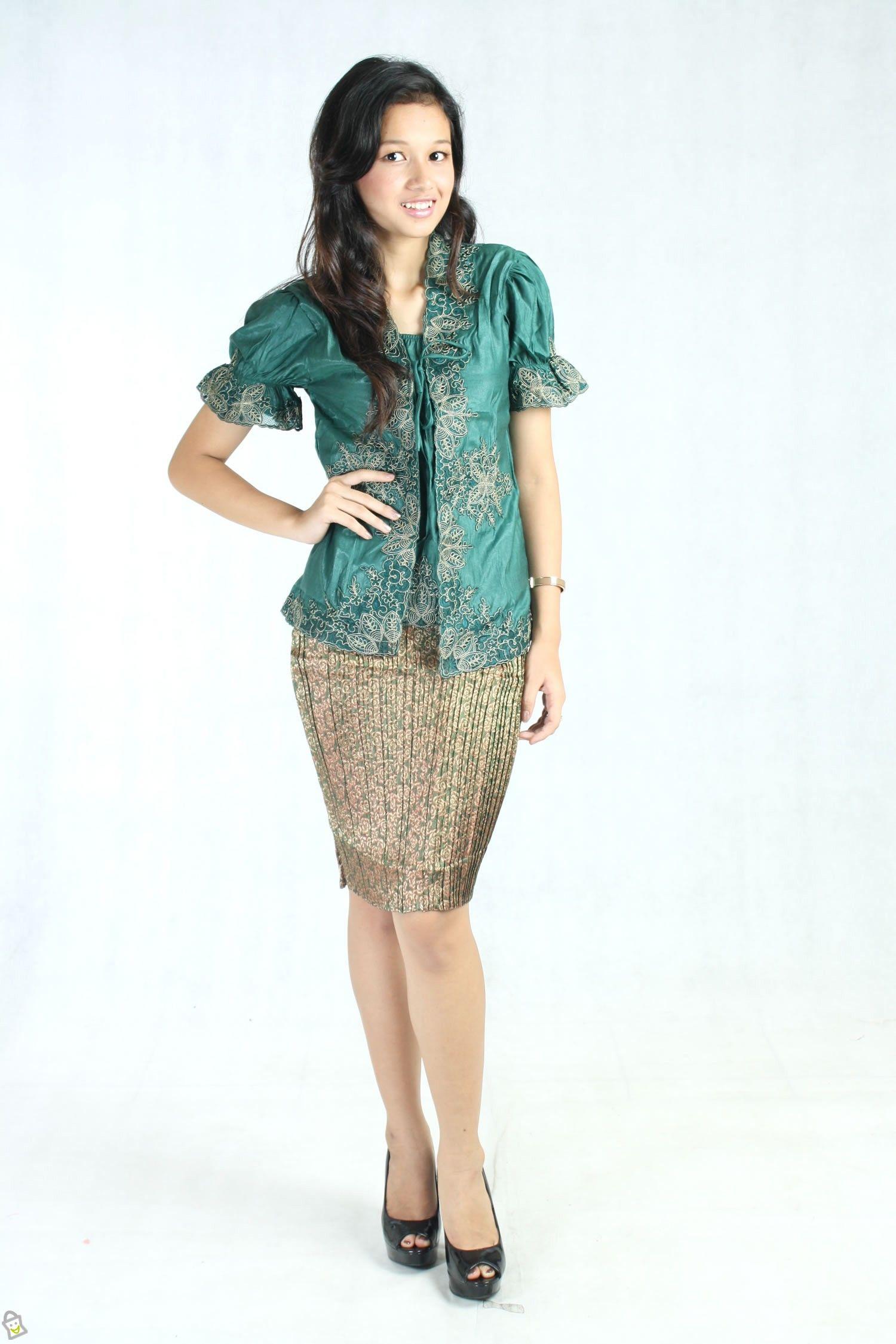 Model Kebaya Terupdate Design Vera Di tmaulana bajubodo sarungsutera