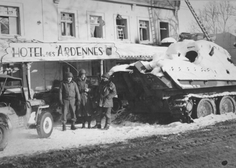Us soldiers near the downed german tank pzfw v panther in german publicscrutiny Gallery