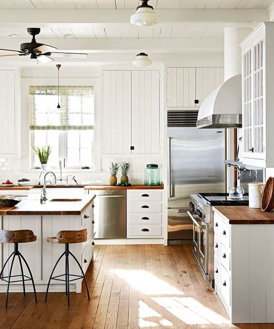 Pin by Nicole Hewin on Build?! | Pinterest | Kitchens, Kitchen ...