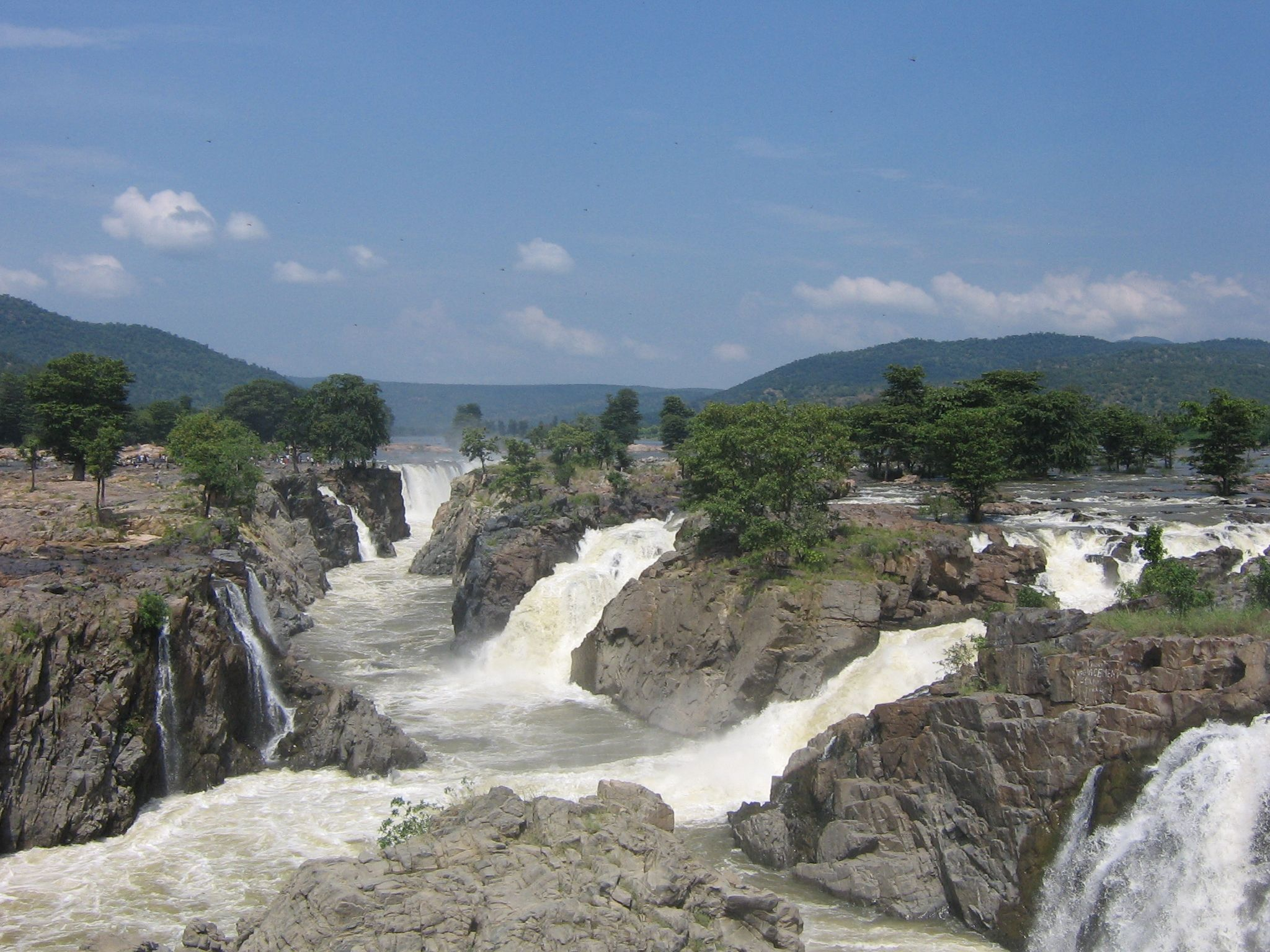 Hogenakkal Tamil Nadu Cauvery — Wikipédia South India Tour Beautiful Waterfalls Famous Waterfalls