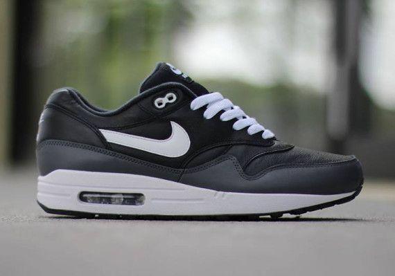 vendaje Endurecer Desafío  Nike Air Max 1 - Black - White - Dark Grey - SneakerNews.com | Air max 1  black, Air max 1, Nike air max