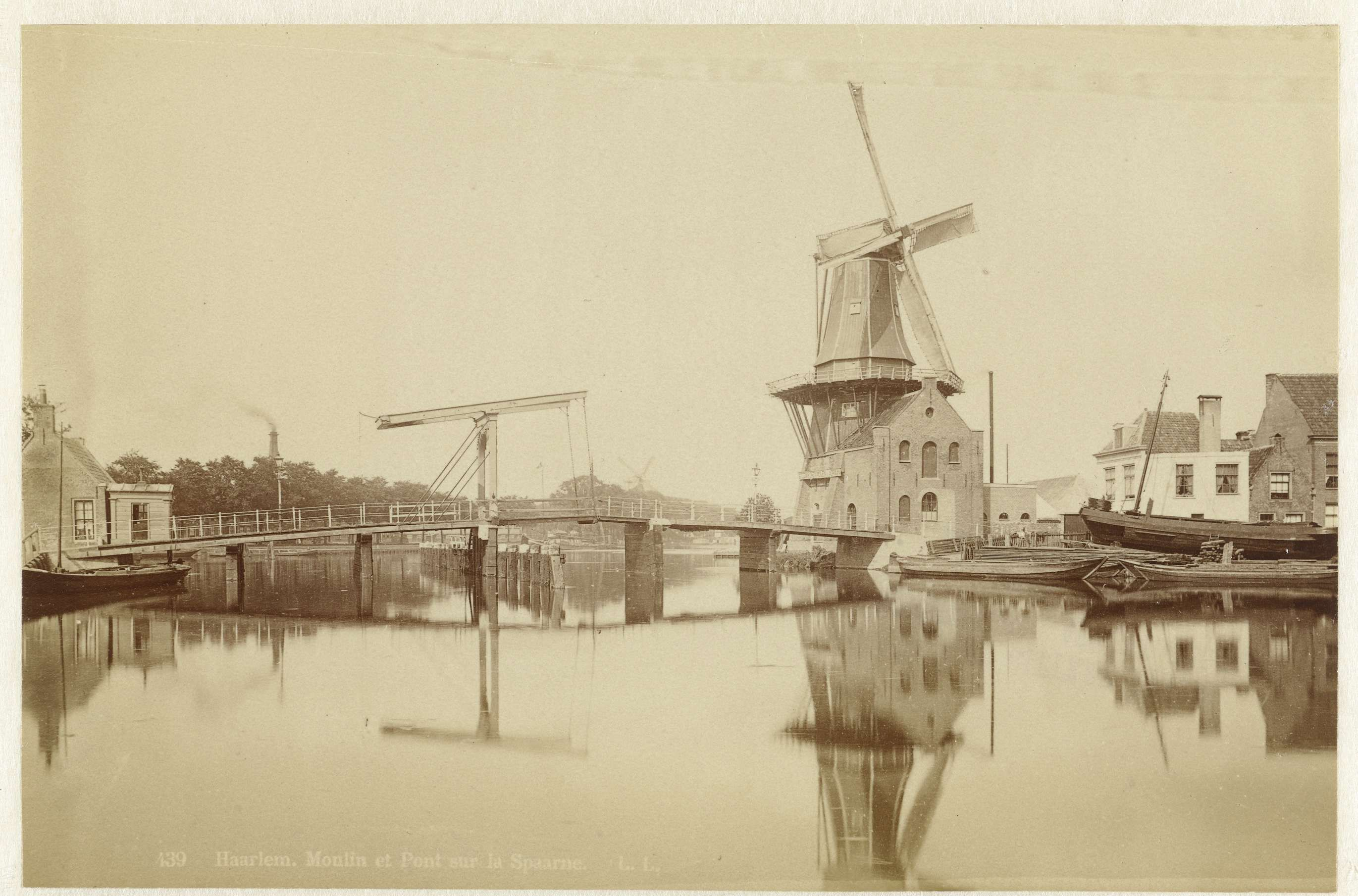 Léon & Lévy   Molen en brug over het Spaarne, Haarlem, Léon & Lévy, M. Léon, J. Lévy, c. 1860 - c. 1880  