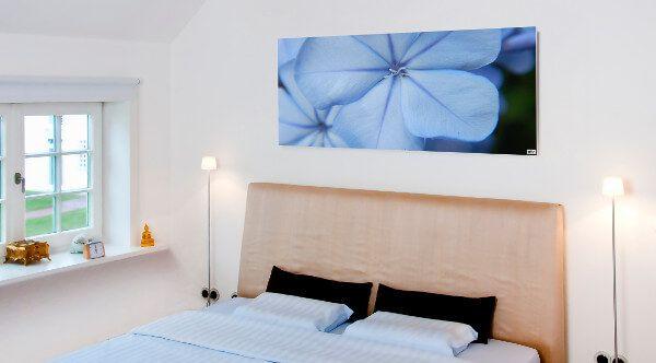 infrarotheizung als bild ber dem bett infrarotheizung. Black Bedroom Furniture Sets. Home Design Ideas