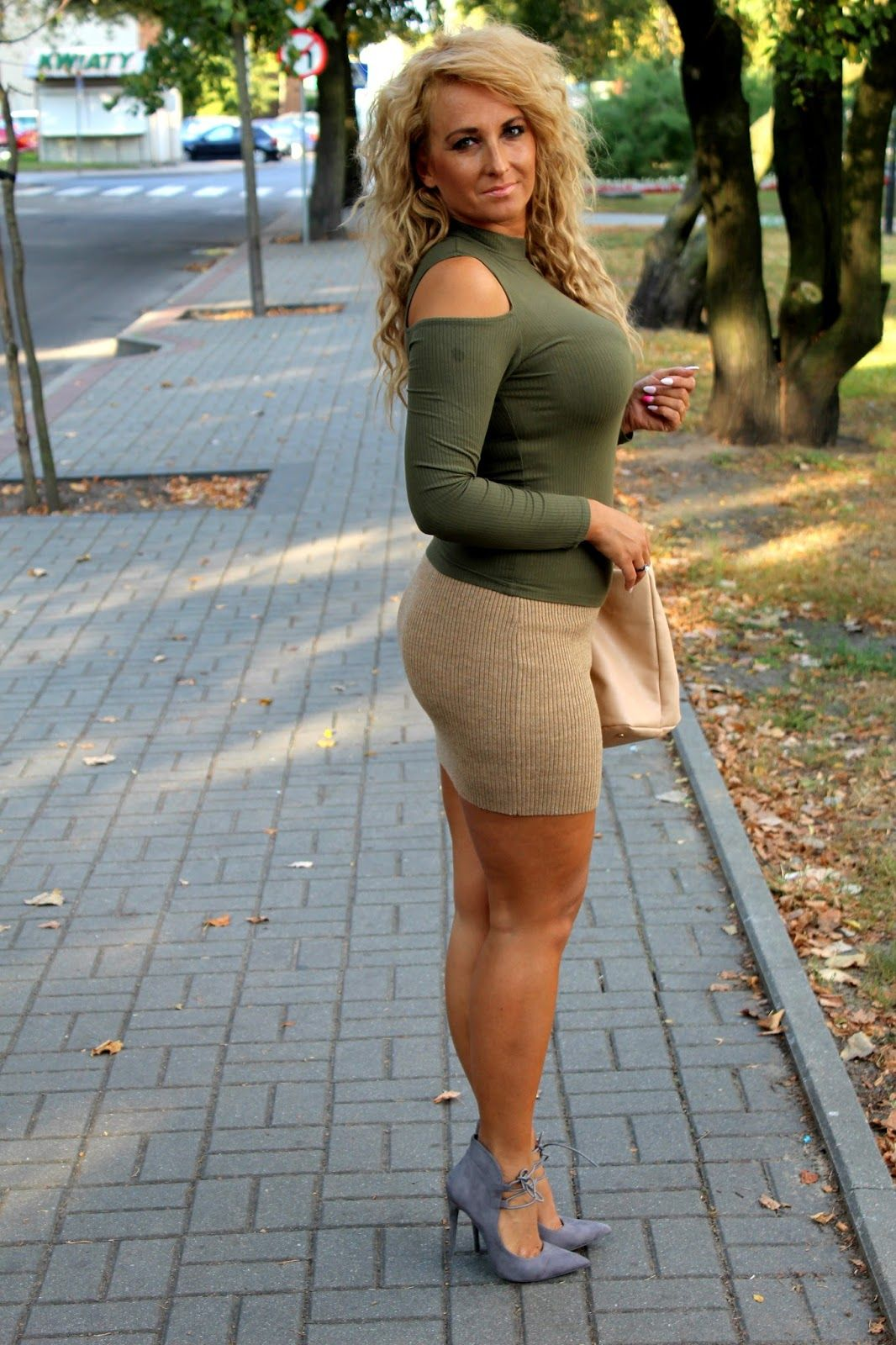 cfe723f957 Like my skirt? | Hot | Sexy older women, Sexy, Older women
