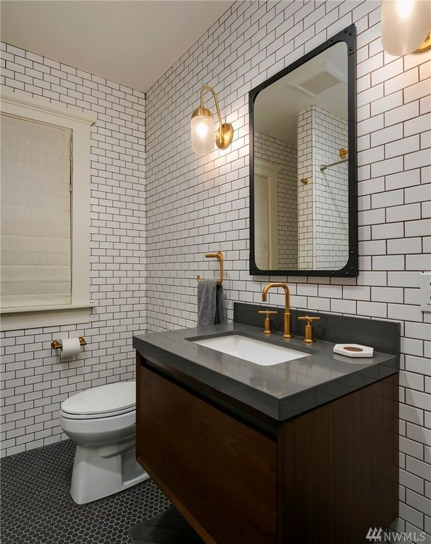 2314 10th Ave E, Seattle, WA 98102 - Zillow | Framed ...