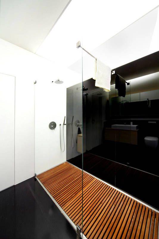 Nowoczesny Natrysk Z Deszczownica Wydziela W Tej Lazience Szklana Tafla Bez Profili Sciane Zdobi I Chroni Przed Wilgocia Czarny Lacob Home Bathroom Home Decor
