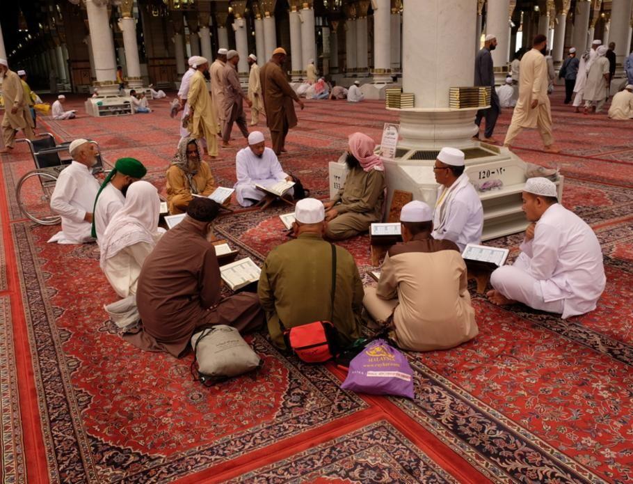 رمضان في المملكة كيف تحتفل المدن السعودية بالشهر المبارك Couple Photos Ramadan Scenes