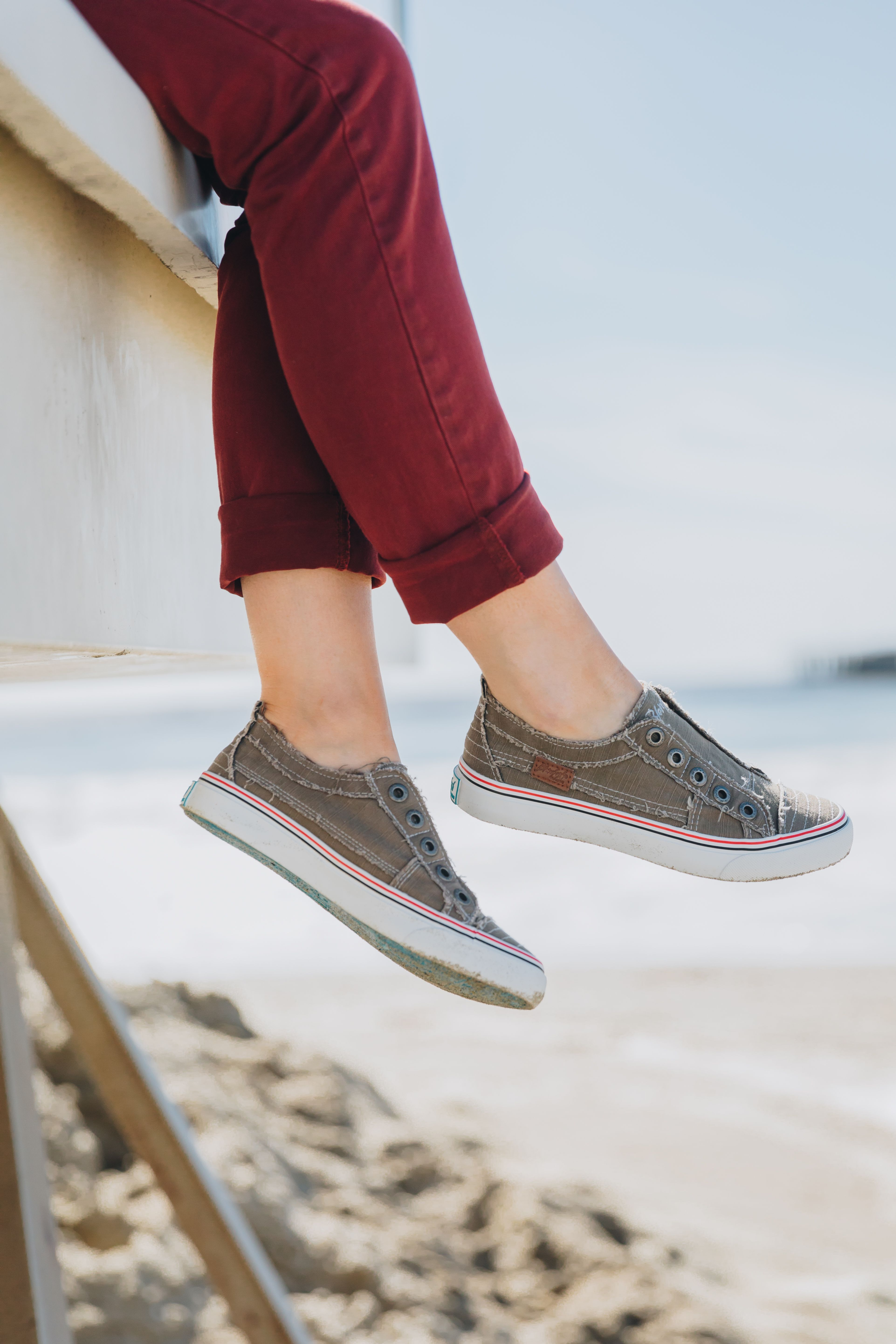 Hot sneakers, Outfit shoes, Shoe features
