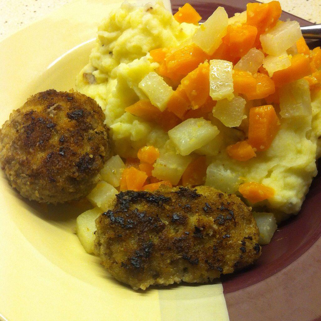 Frikadellen mit Gemüse und Kartoffelbrei