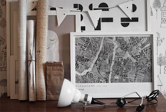 Trendenser.se - en av Sveriges största inredningsbloggar - love this vignette with black, white and the rustic paper