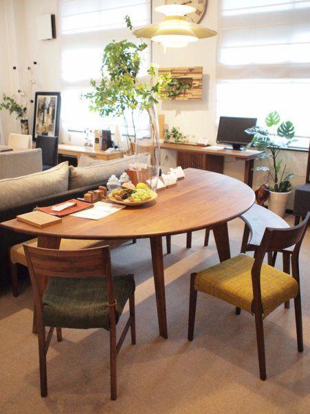 狭い家には半円テーブルがオススメ 省スペースでオシャレに決まる ダイニング レイアウト リビングダイニング レイアウト リビング 狭い