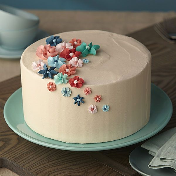 Make An Easy Royal Icing Flower Cake With Images Cake