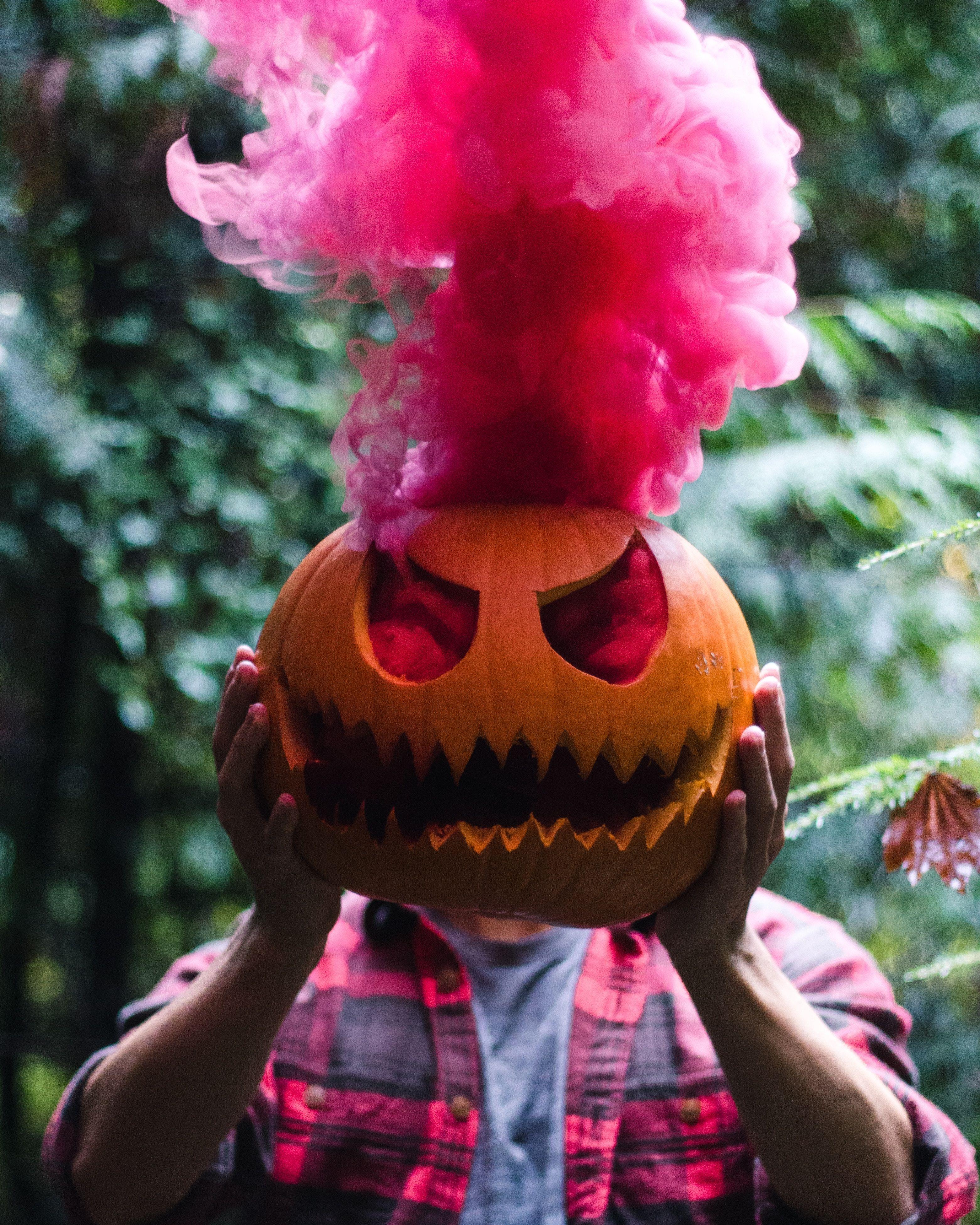 Halloween In Belgie.Halloween Decor Inspiration A Cut Out Pumpkin With Pink